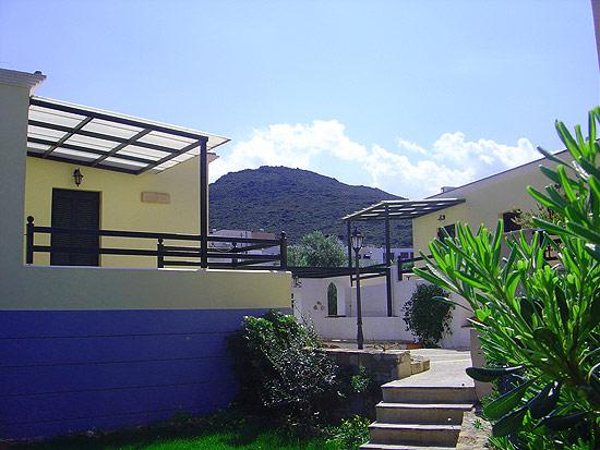 Sirines studios, Agathias